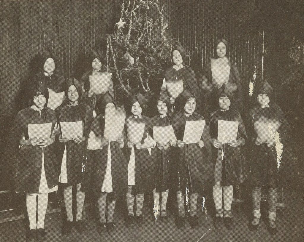 christmas-carolers-in-turner-hall-1928